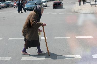 Krizės nualintoje Latvijoje pensijų nemažins