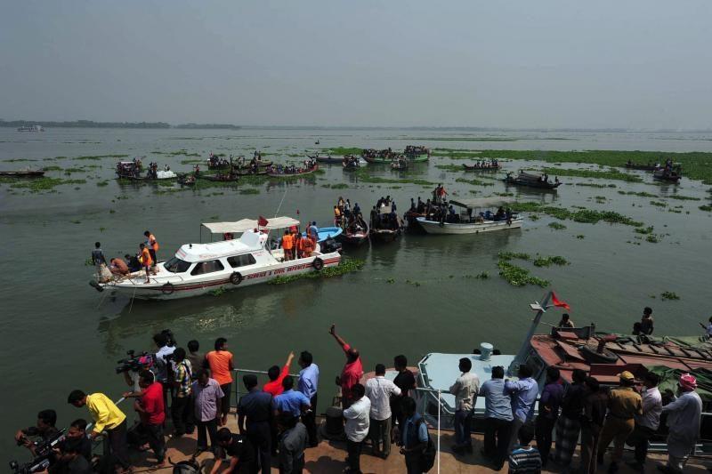 Bangladeše nuskendusio kelto aukų skaičius padidėjo iki 105
