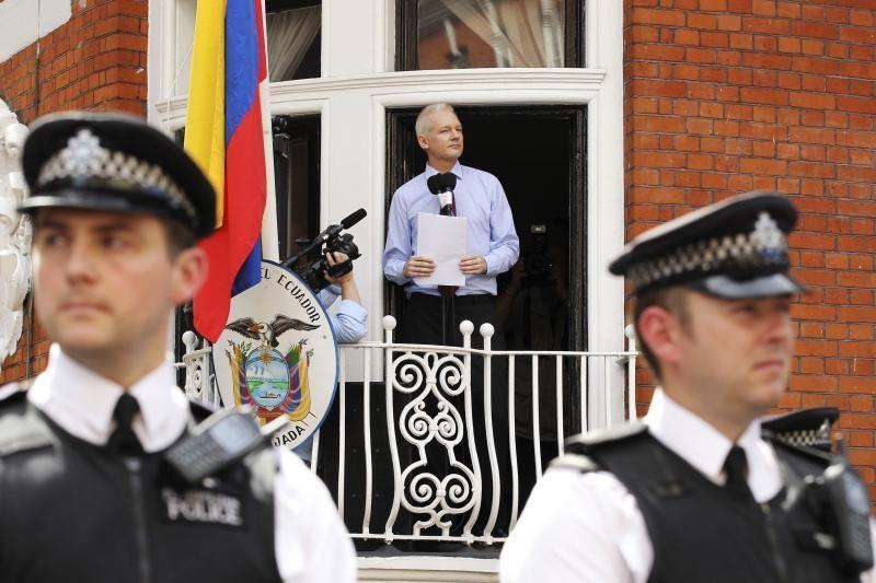 Ekvadoras: laikysime J. Assange'ą tiek, kiek jam reikės