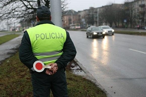 Širvintose sumuštas policijos patrulis