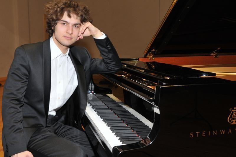 Lukas Geniušas su klaipėdiečių orkestru – darniai ir temperamentingai