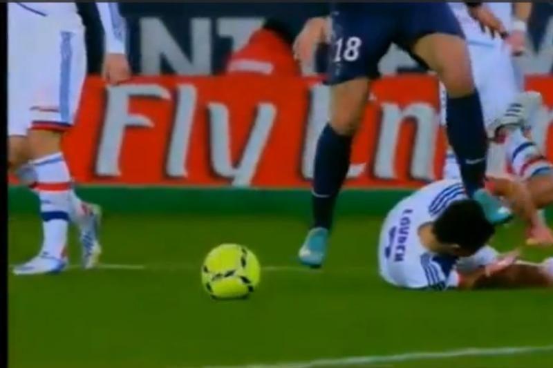 Z. Ibrahimovičius toliau siaučia - spyrė varžovui į galvą