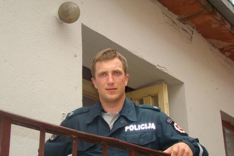 Grįždamas namo patrulis sulaikė automobilio vagį