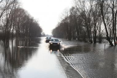 Gėgės vanduo jau užliejo Plaškių tiltą. Leitėje vanduo greitai pasieks stichinį lygį