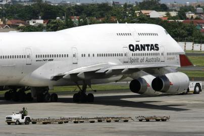 Lėktuvo šone atsiradusi skylė - nuo nusidėvėjimo