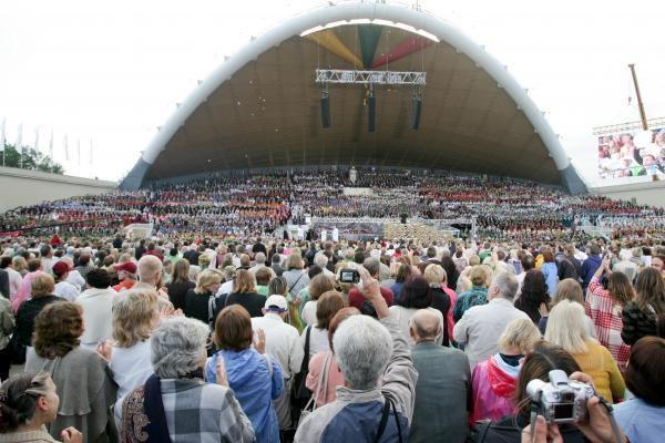 Joninės Vingio parke: 4 val. koncertas, muzikiniai fejerverkai