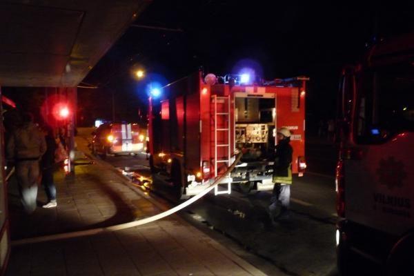 Vilniuje per gaisrą žuvo žmogus, du žmonės išgelbėti