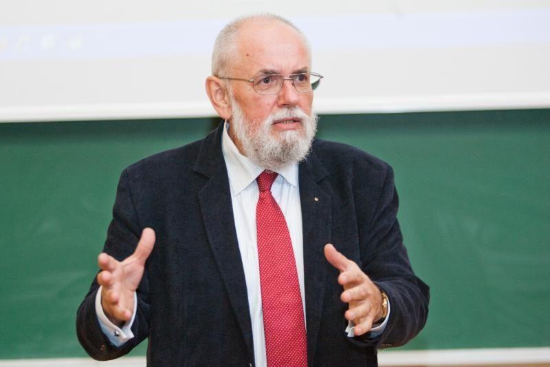 E. Laurinaitis: rudeninė tamsa tarsi prievartauja mūsų organizmą