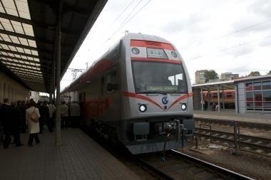 Dviaukštis traukinys važinės iš Vilniaus į Kauną