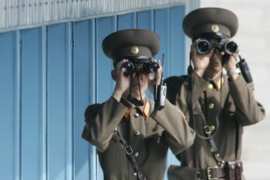 """Šiaurės Korėja žada """"fizinį atsaką"""" į JAV veiksmus"""