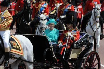 Britai šventė karalienės gimtadienį