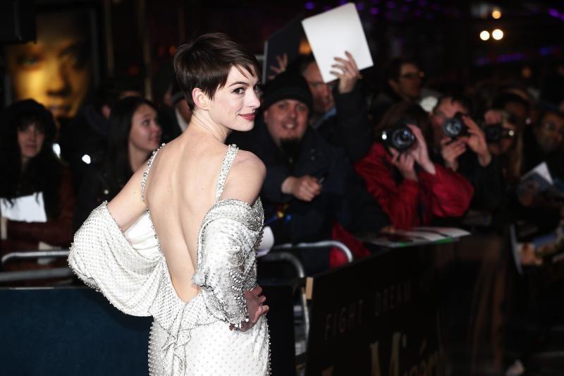 A. Hathaway per filmo premjerą netikėtai apsinuogino