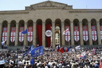 Gruzijos opozicija grasina mitingais
