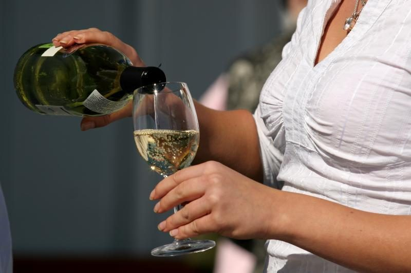 Alkoholio rinka vis dar smunka
