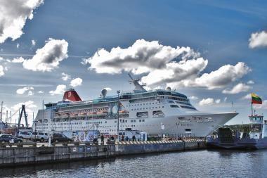 Kruizinę laivybą trikdo ir netvarka terminalo prieigose