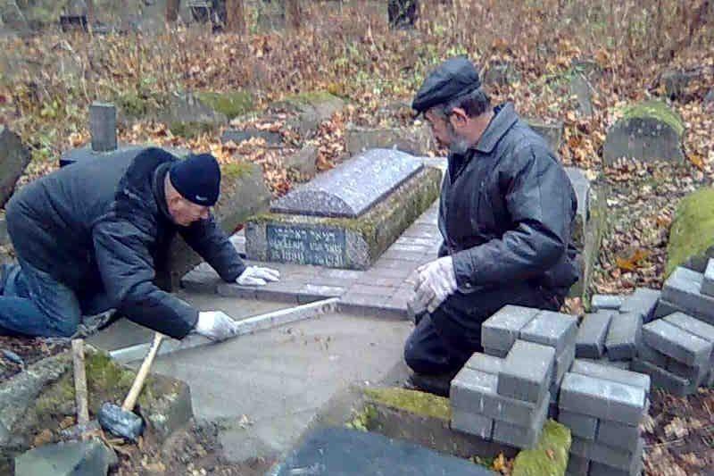 Žydų bendruomenė savo jėgomis restauravo D.Dolskio kapą
