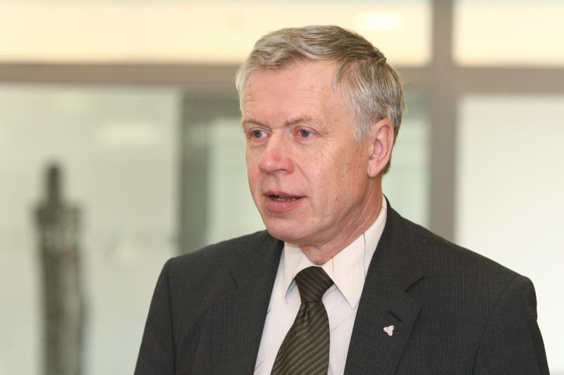 Seimo narys R.Kupčinskas perėjoje partrenkė dviratininkę (papildyta)