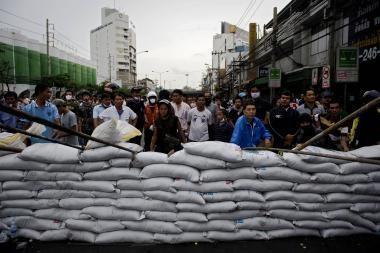 Liepsnojančio Bankoko maištininkai nepasiduoda (papildyta 16.15 val.)