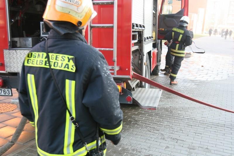 Girtas Vilniaus ugniagesys įsivėlė į muštynes ir apiplėšimą