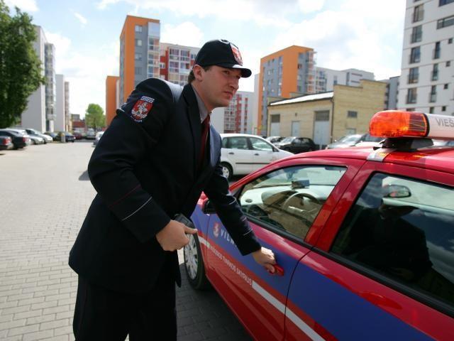 Savivaldybės policininkus apginkluos elektrošoku