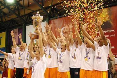 G.Petronytė ir I.Vizbarienė - FIBA-Europos taurės turnyro laimėtojos