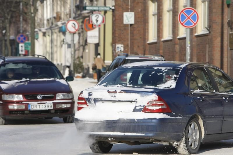 Vilniaus ir Utenos regionuose sudėtingesnės eismo sąlygos