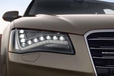 """Audi 8"" žibintai – LED lemputės"