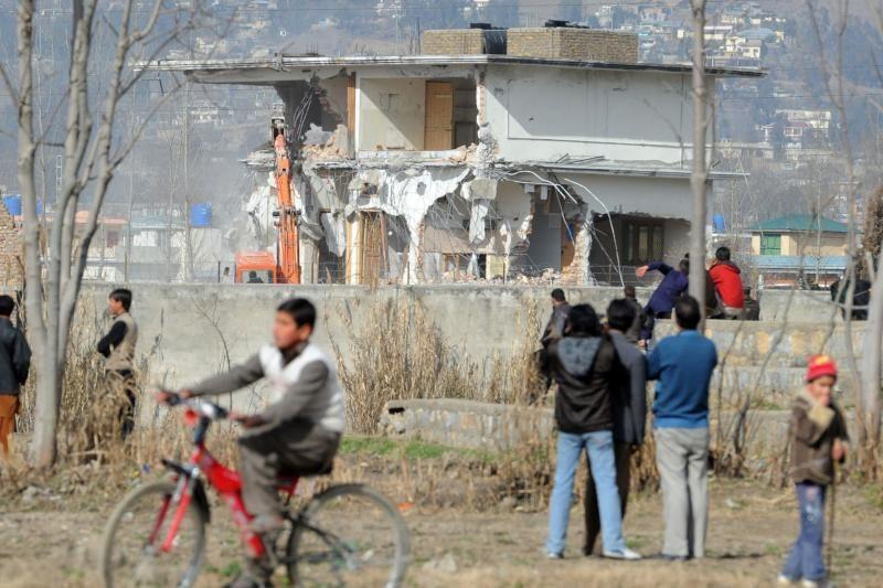 Pakistane demontuojama Bin Ladeno rezidencija