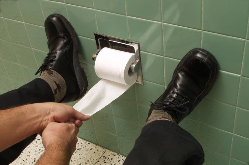 Du plėšikai Klaipėdoje palangiškį užpuolė tualete
