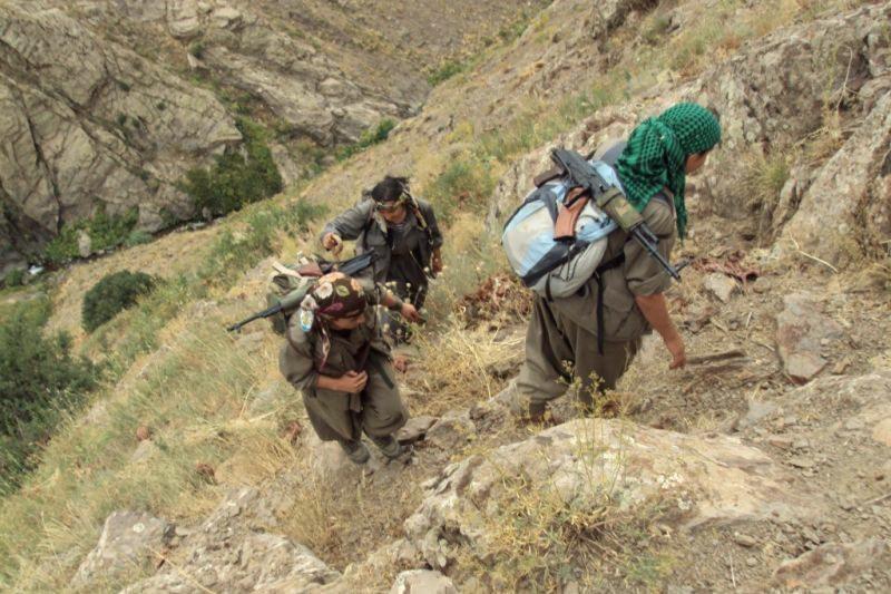 Kurdų sukilėliai pradėjo atsitraukimą iš Turkijos