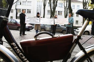 Piketuotojai Klaipėdoje ragino nuodyti biurokratus