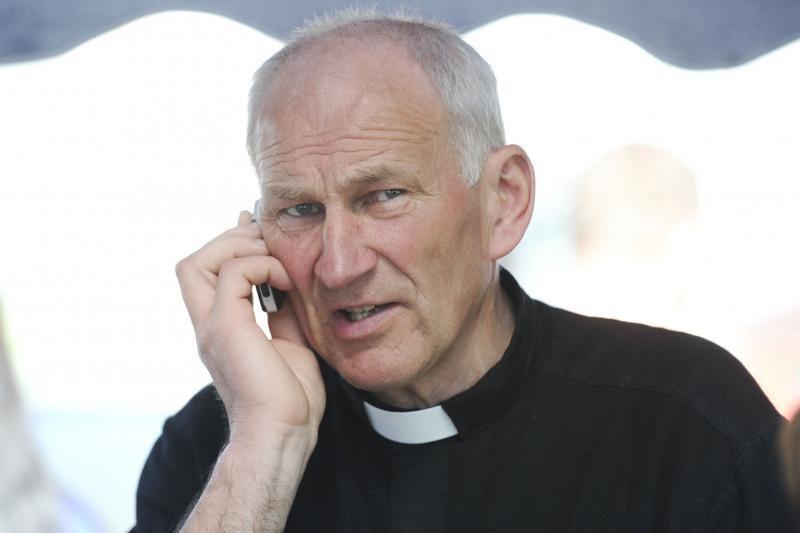 Į septintą dešimtį įkopęs buvęs kunigas J. Varkala ves protestuodamas?