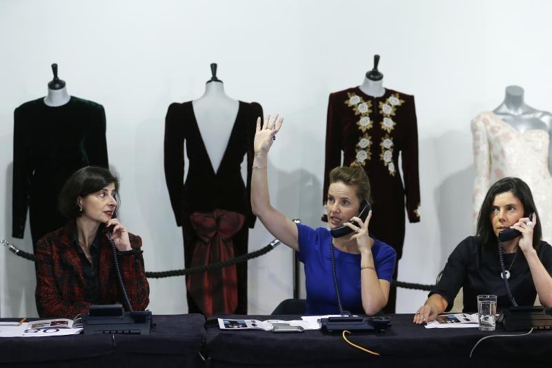 Princesės Dianos suknelės parduotos už daugiau kaip 850 tūkst. svarų