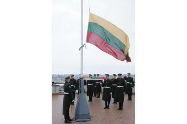 Sausio 1-ąją sostinėje – jubiliejinė vėliavos pakėlimo ceremonija