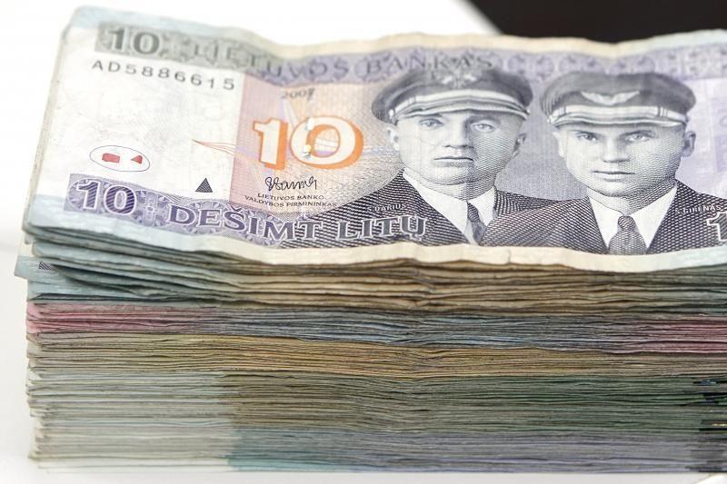Girtas karo policininkas patruliams pasiūlė 10 tūkst. litų kyšį