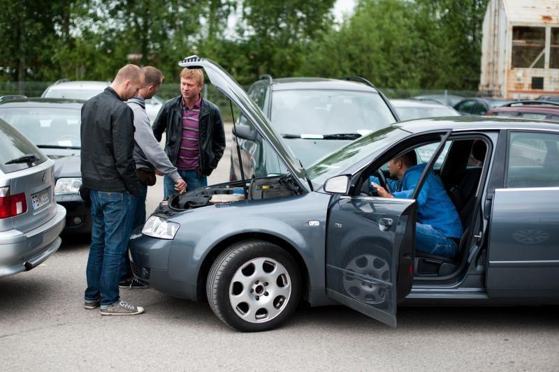 Perkant automobilį nusiderėti galima iki penktadalio kainos