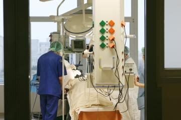 Mirė moteris, dar trijų pacientų būklė kritiška