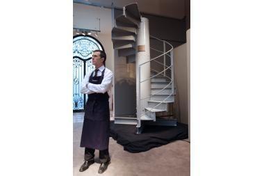Eifelio bokšto laiptai parduoti už pusę milijono eurų