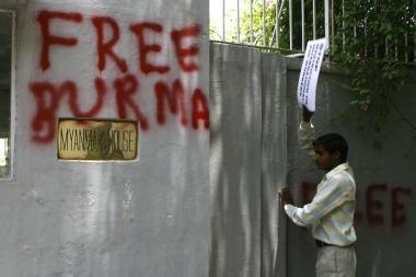 Mianmaro komikas ir sporto žurnalistas sėdo už grotų