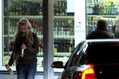 Siūlys leisti alkoholiniais gėrimais prekiauti ilgiau