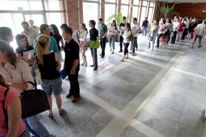 Universitete – abiturientų eilės