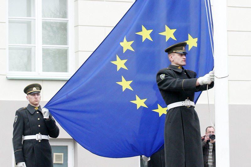 ES grasina Iranui naujomis sankcijomis, nepaisant Rusijos priekaištų