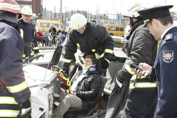 Uostamiesčio ugniagesiai profesinę šventę minėjo su miestiečiais