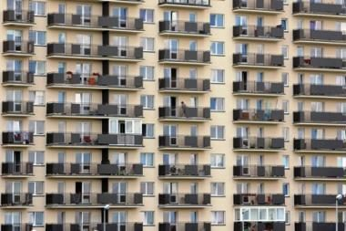 Už banke skolintus pinigus lietuviai įperka tik dviejų kambarių butą