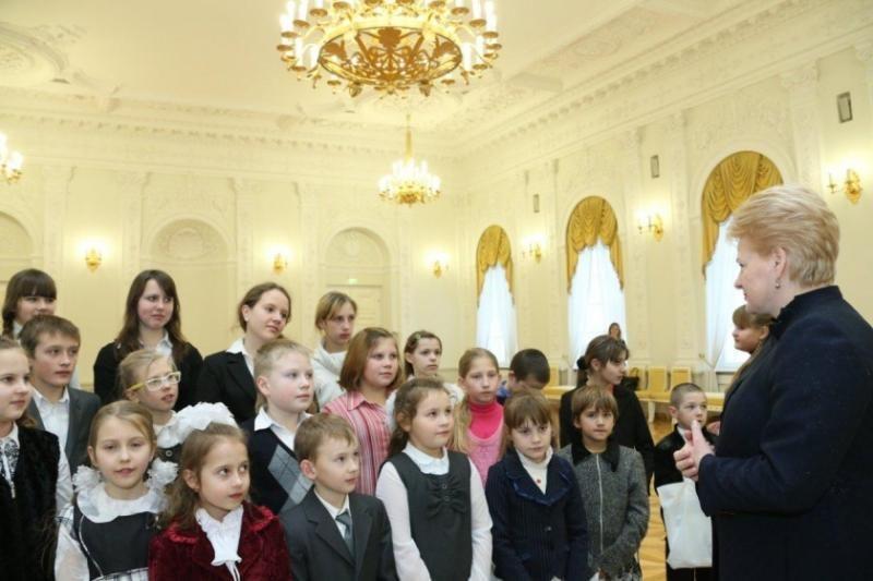 Prezidentė Baltarusijos lietuvių moksleivius ragino saugoti kalbą