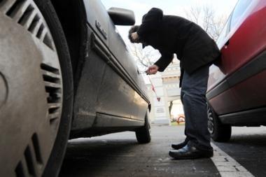 Vilniuje sučiuptas kurą iš automobilio vogęs vyras