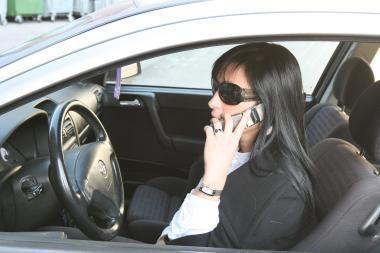 Lietuvių naudojimosi mobiliuoju telefonu įpročiai kelia grėsmę