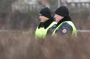 Sostinės pareigūnai aptiko žolėje paslėptus narkotikus