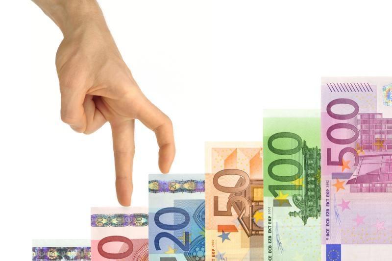 Laukiama euro palūkanų normos pakėlimo