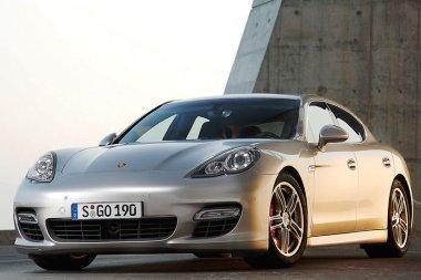 """""""Porsche"""" atšaukia 11 tūkstančių """"Panamerų"""""""